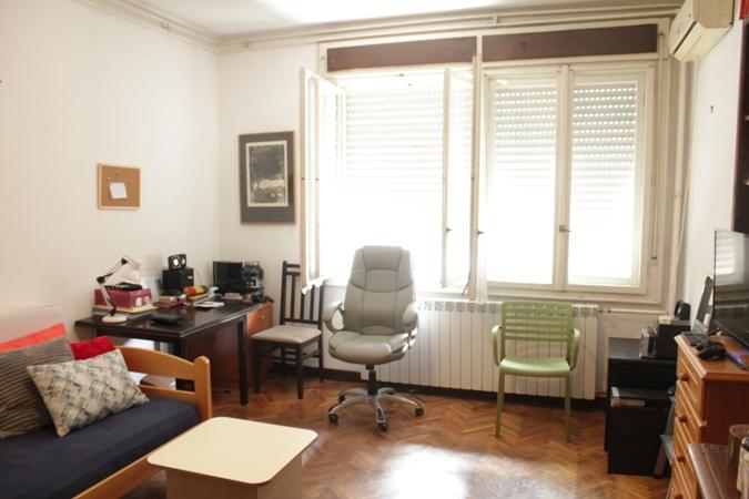 Stari Grad Centar politika 81m2 2t 180000e